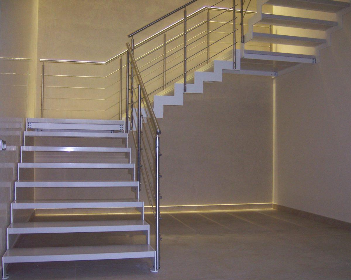 Scala a giorno in metallo-dettaglio gradini