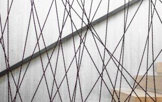 Dettaglio parapetto in corda- Scala in legno di rovere
