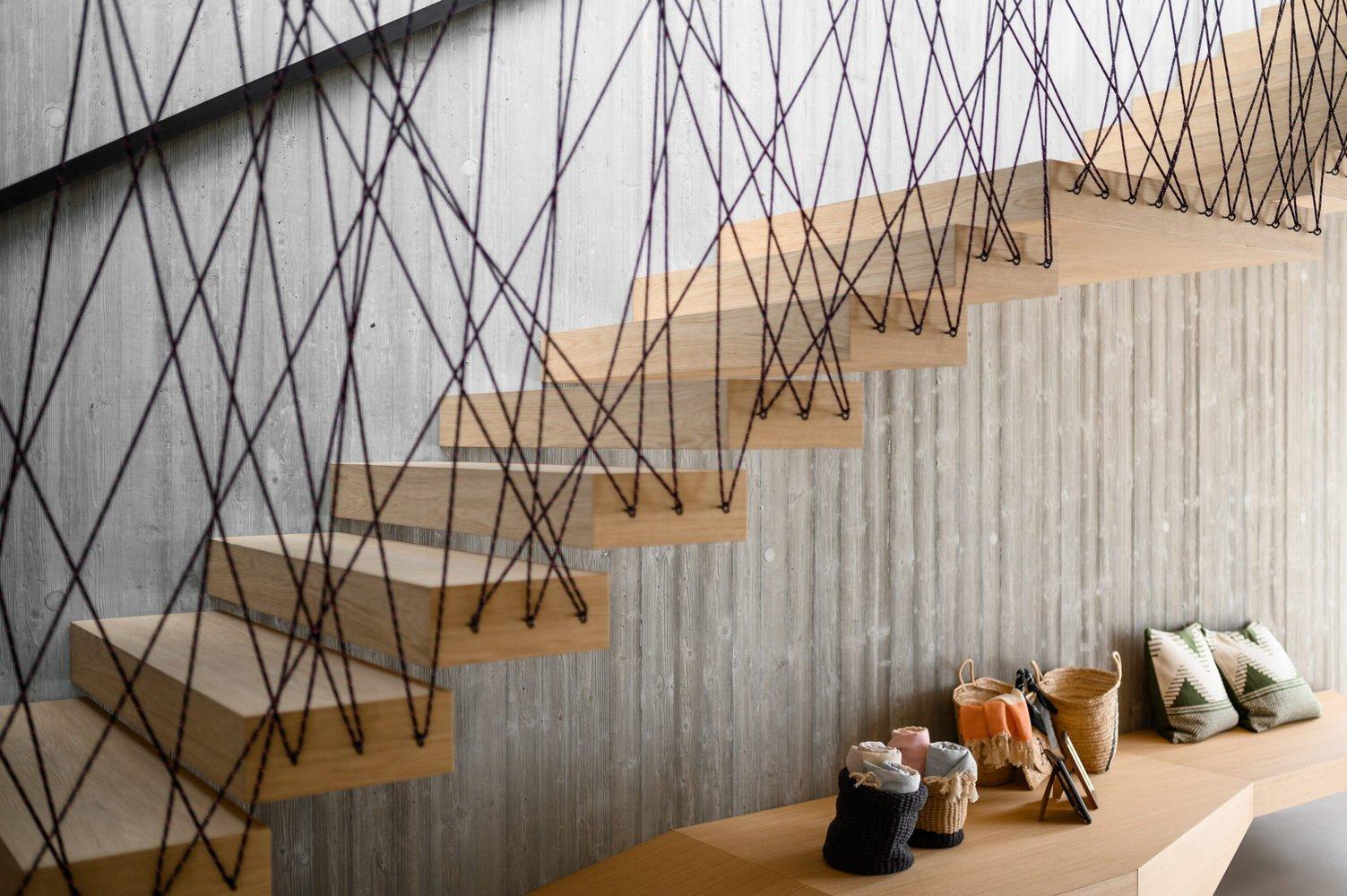 Scala di design in Rovere e corda - Hotel Tyrol - vista insieme