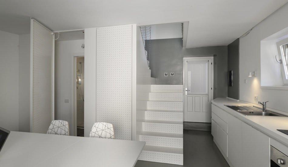 scala arredo bianca traforata per mini duplex