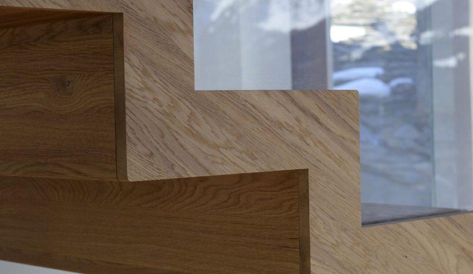 Scala scatolata in legno in casa d'epoca